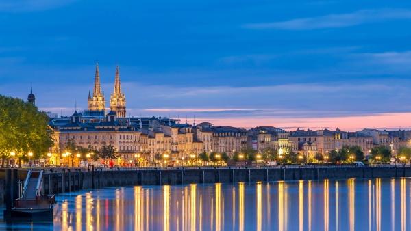 O centro do Bordeaux com canal de Garonne / Foto: Leonid Andronov