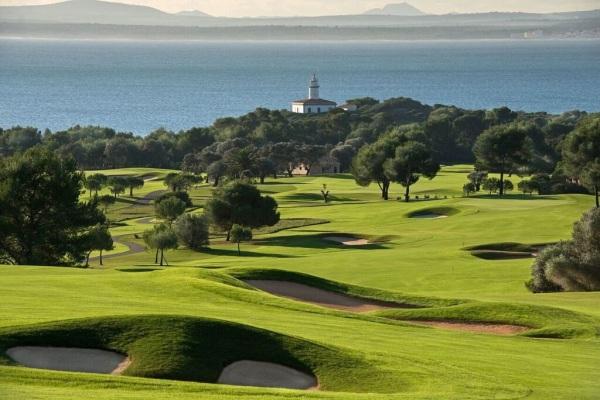 O famoso Robert Trent Jones jr. construir o Golf Alcanada na ilha Maiorca