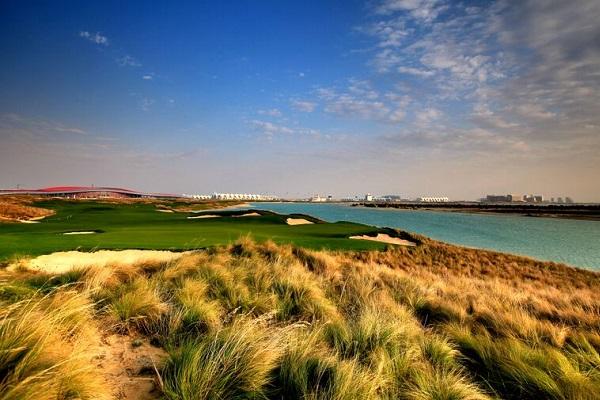 Abu Dhabi Yas Links perto do Ferrari world