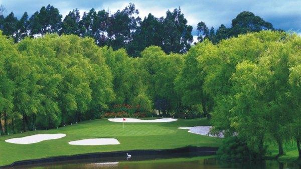 Club militar de golfe em Bogotá com mais bonito par 3 de colombia