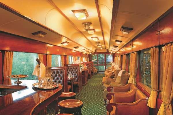 o bar denro do trem de Rovos Rail Safaris na África do Sul