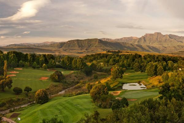 O champagne sports resort está localizado na bela área de Drakensberg