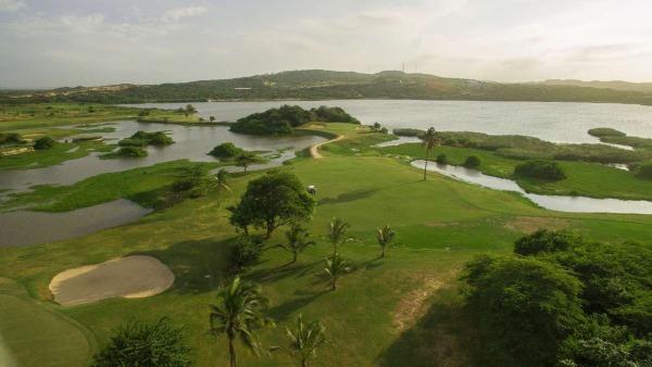 Lagos de Caujaral com um campo de golfe perto de Barranquilla - Colombia