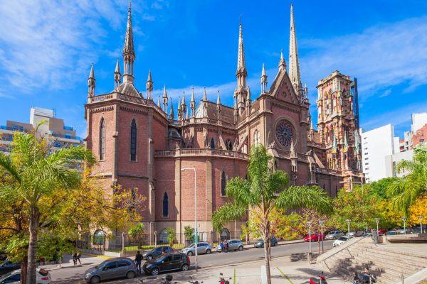 A igreja do sagrado em Córdoba / Argentina é especialmente conhecida por sua torre colorida